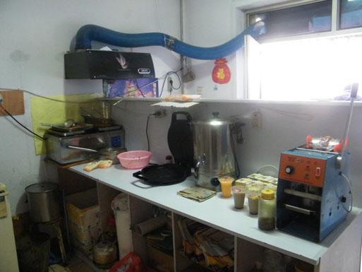 小型汉堡店厨房摆设图